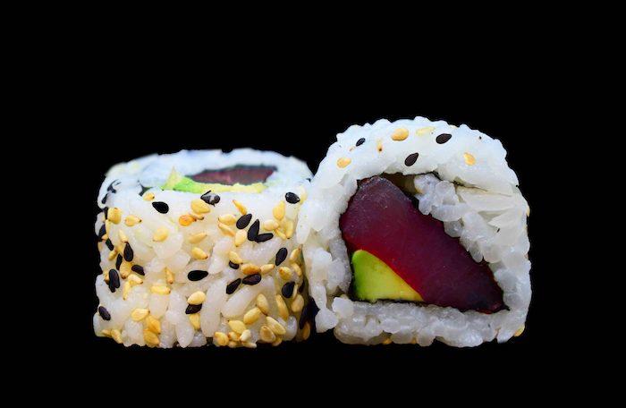 cómo hacer sushi uramaki